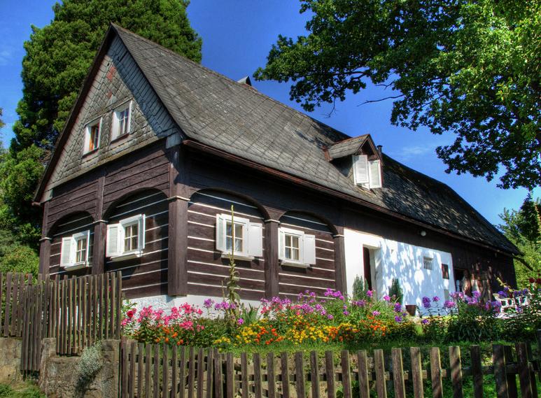 Дом из черного бруса